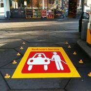 Autocolant pentru trotuar